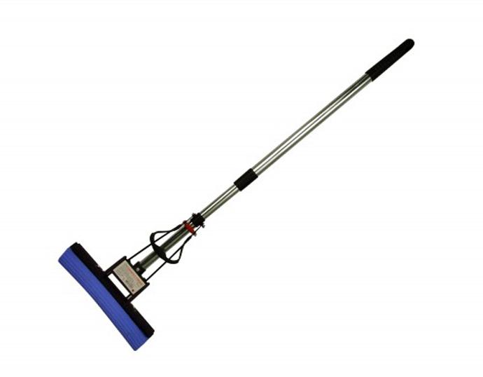Губчатая швабра состоит из ручки-держателя (обычно телескопической) и насадки в виде губки-валика