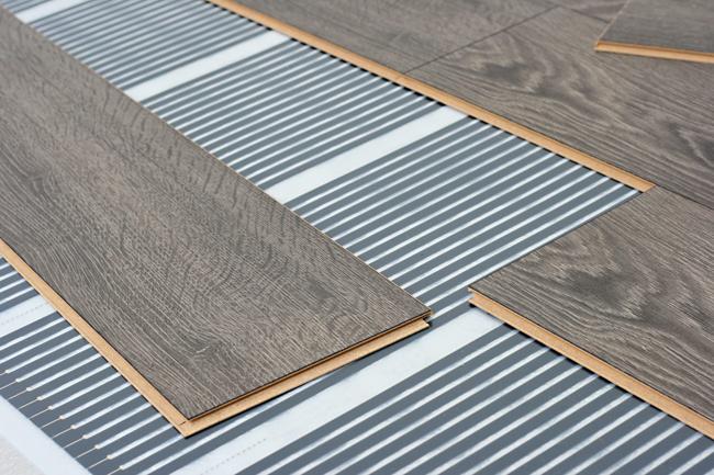 Теплый пол под ламинат необходимо подбирать с учетом особенностей данного вида напольного покрытия