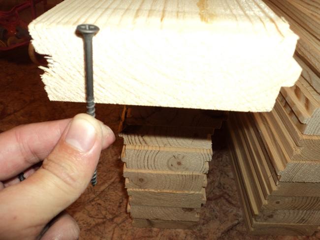 Длина саморезов или шурупов должна быть в 2-2,5 раза больше толщины доски