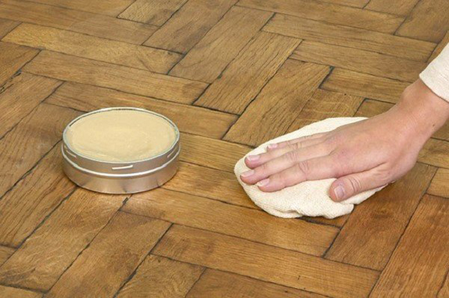 Какого-либо серьезного ухода деревянный пол, обработанный маслом, не требует
