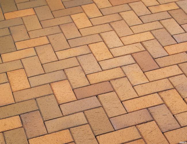 Укладка клинкерной плитки на террасу либо на пол в доме предполагает необходимость убедиться в том, что бетонное основание ровное