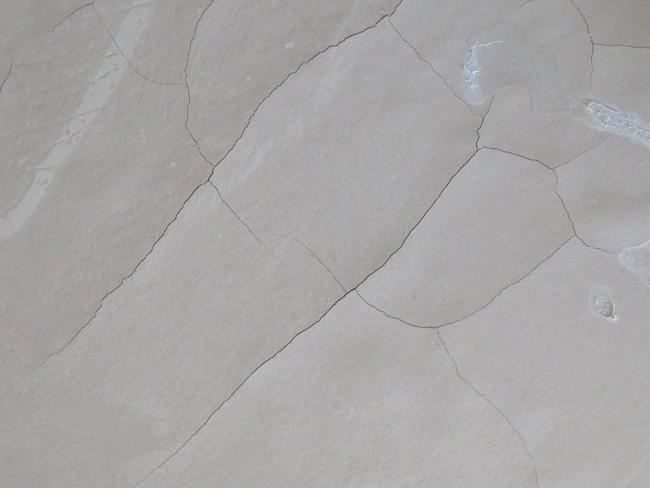 При выборе наливных полов в качестве напольного покрытия следует учитывать, что создание идеальной поверхности требует грамотных подготовительных мероприятий по выравниванию основания