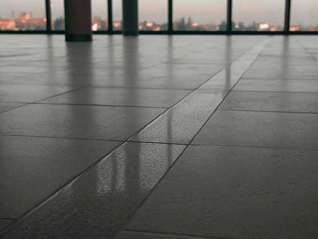 Керамогранитная плитка с матовой поверхностью относится к наиболее дешёвым и распространённым видам