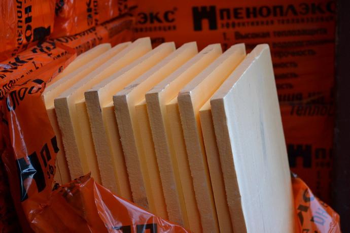 Плиты материала обладают оранжевым цветом и плотностью не более 40 кг на кубометр