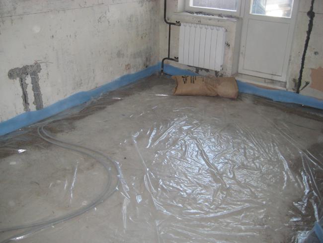 Полы в обязательном порядке оснащаются гидроизоляцией