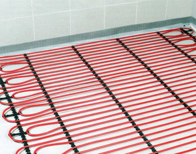 Монтаж электрического теплого пола осуществляется только на свободном от мебели пространстве. Поэтому перед установкой системы нужно четко определить, где в комнате будут стоять диваны, кресла, кровати, а также ванна и унитаз