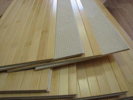 Бамбуковый пол достаточно надежен и неприхотлив в уходе, но подойдет не к любому дизайну