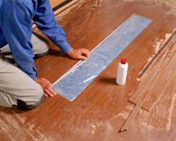 У любого напольного покрытия есть свой срок годности и деревянный пол не является исключением