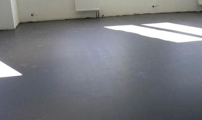 Перед укладкой ГВЛ поверхность бетонного основания подлежит тщательной очистке от различного мусора и пыли