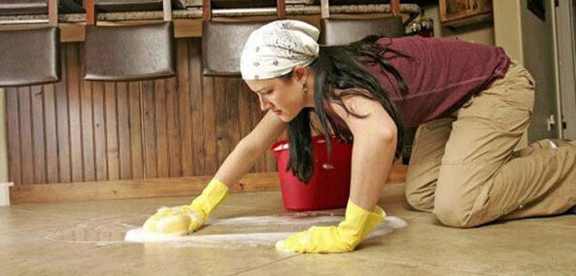 Влажная уборка – единственный допустимый способ ухода за мраморным полом