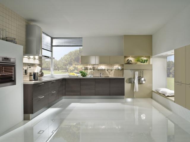 Единого мнения насчет того, какой материал является идеальным в роли напольного покрытия для кухни не существует