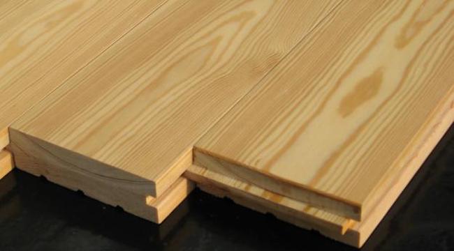 Дуб имеет твердую, прочную древесину, которая не коробится и отличается яркой текстурой