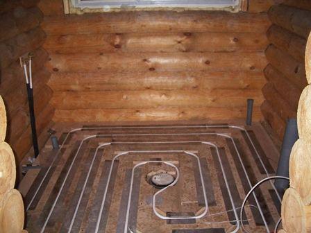 Конструкция любого теплого пола с водяным обогревом состоит из разводки труб