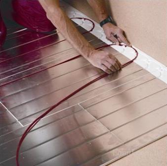Укладывать кабельный пол можно под любое покрытие, есть возможность регулировки температуры пола в автоматическом режиме