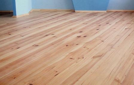 Материал для пола должен быть сухим, так как у сырой древесины впоследствии искажается форма