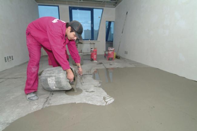 Поверхность под виниловую плитку в любом случае должна быть ровной, целостной и негибкой без следов жира, краски и масел