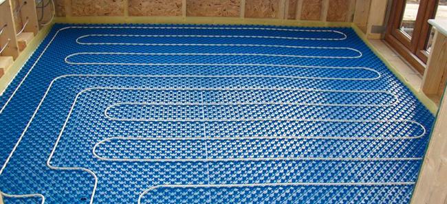 Основой конструкции является специальный многослойный кабель, который устанавливается под полом параллельными или спиралеобразными линиями с интервалом 10-20 см