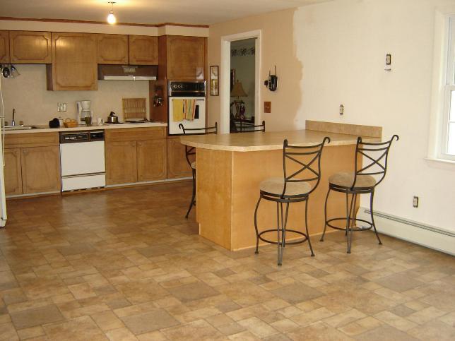 Хорошая альтернатива керамике – качественный кухонный ламинат «под плитку»