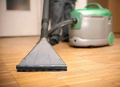 Моющий пылесос значительно облегчает процесс уборки в доме