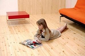 Дети довольно много времени проводят, играя на полу, поэтому выбор покрытия очень важен