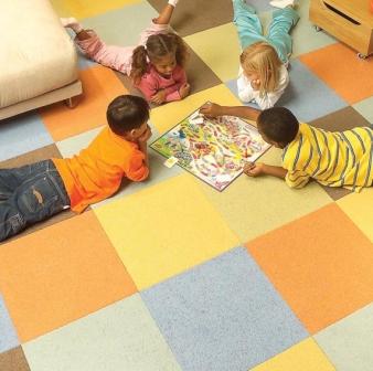 Специальная мягкая плитка для детской позволяет незаметно заменить поврежденный участок