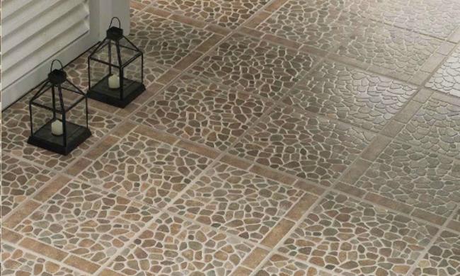 Такая керамогранитная плитка также носит название эмалированной или смальтированной