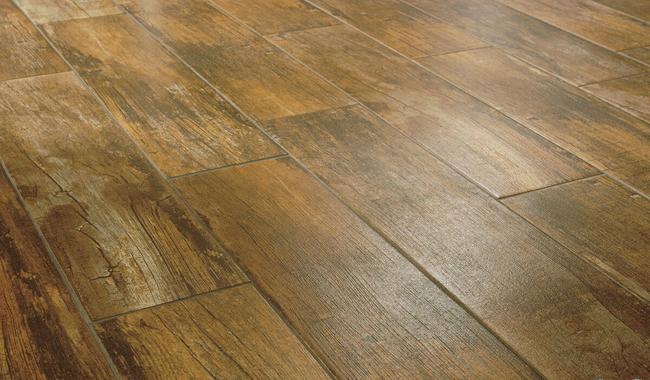 Благодаря современной технологии производства, керамическая плитка может имитировать  покрытие из дуба, бука, граба и других пород дерева