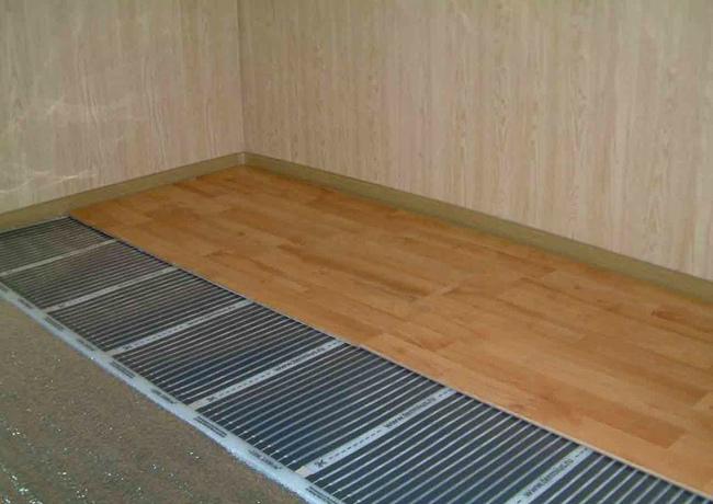 Инфракрасная пленка позволяет соблюдать оптимальный температурный режим, который позволяет избежать перегрева напольного покрытия