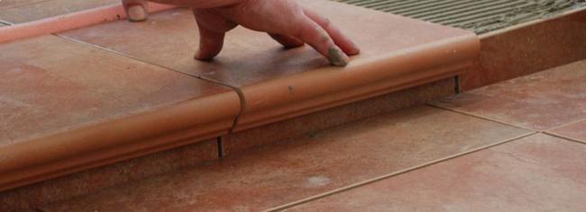 Укладка клинкерной плитки на улице подразумевает четкое соблюдение строительных норм