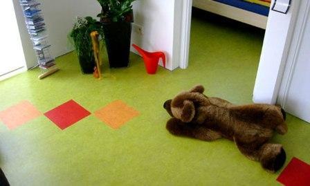 Линолеум в детской должен быть экологичным, теплым, с приятным рисунком