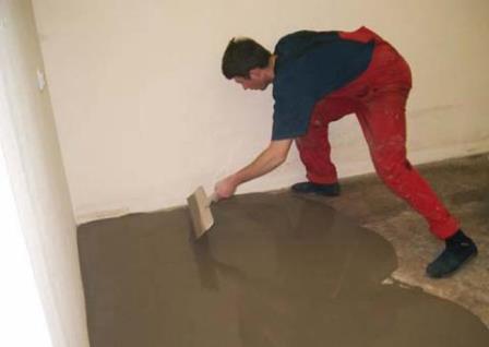 Цементным стяжкам присуща хорошая водостойкость, их используют в помещениях с повышенной влажностью