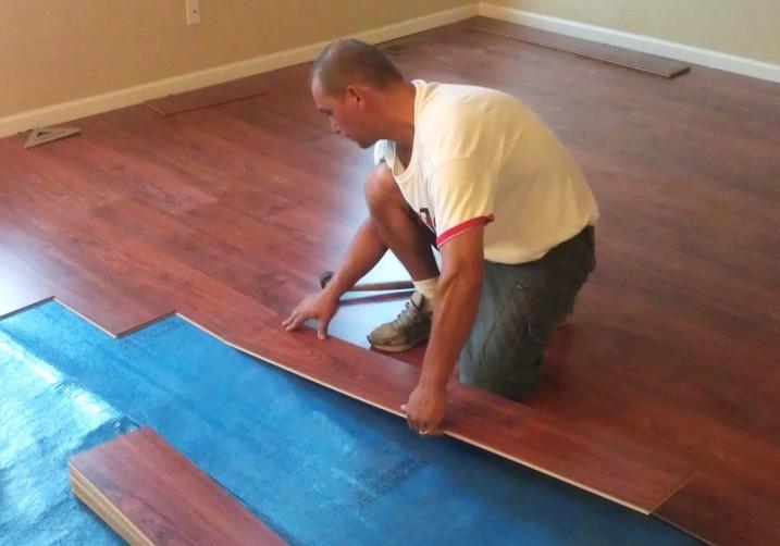 Правильно подготовленная поверхность позволяет достаточно быстро осуществить монтаж ламелей