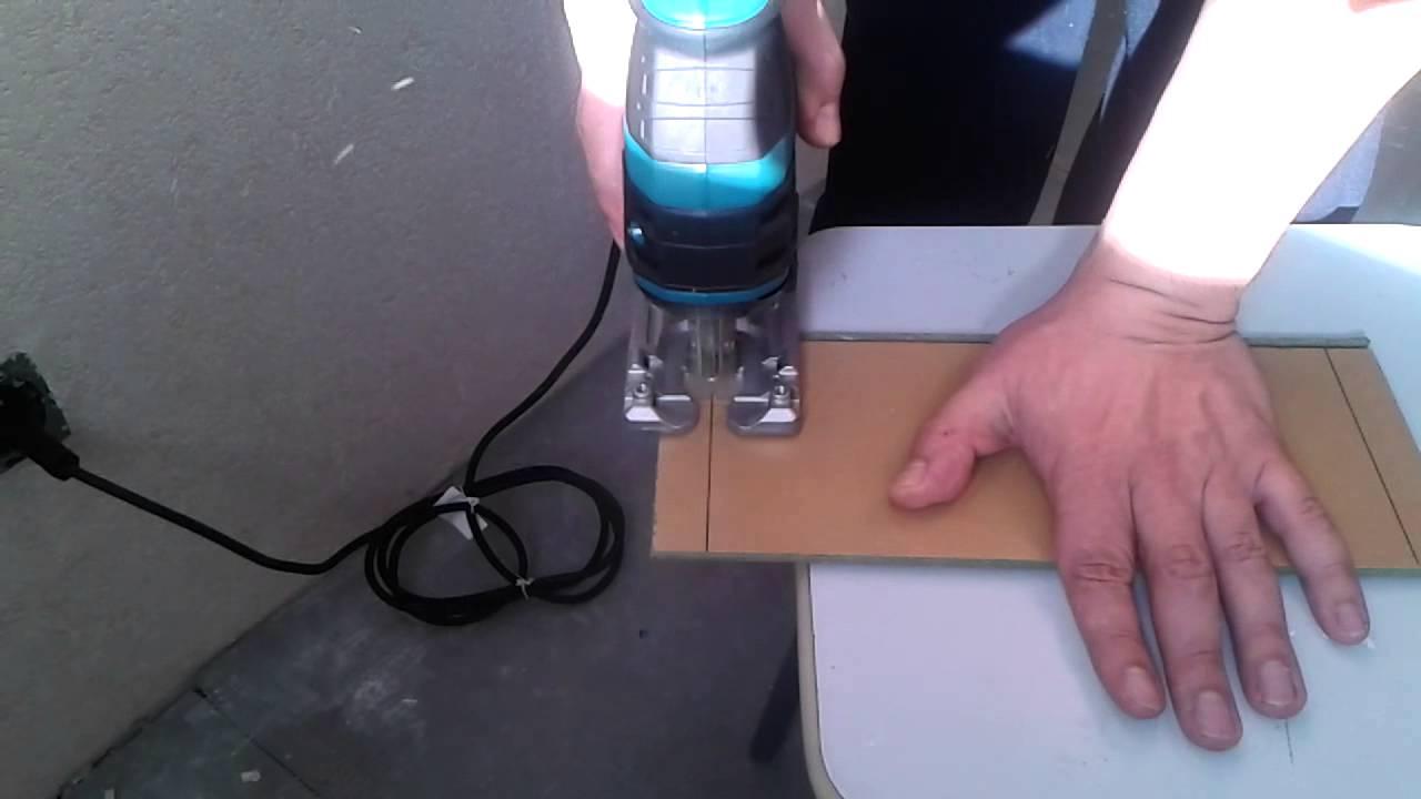 Распиловку следует проводить по изнаночной стороне деталей, что позволяет защитить материал от повреждений внешнего покрытия