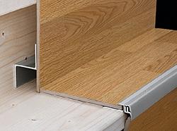 Использование ламинированной доски для обустройства лестниц очень популярно