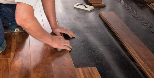 Битумная подложка является оптимальным вариантом для недостаточно ровного основания в помещениях с высокими показателями влажности