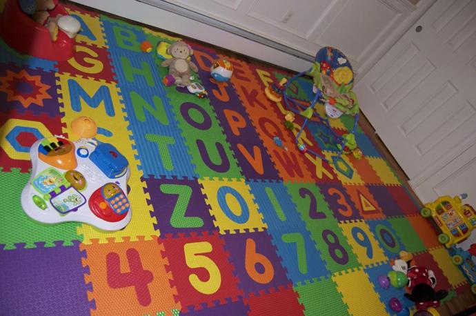 Мягкий детский коврик из составных плиток