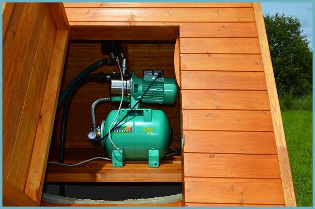 При подаче воды из колодца стоит отдать предпочтение поверхностному насосу