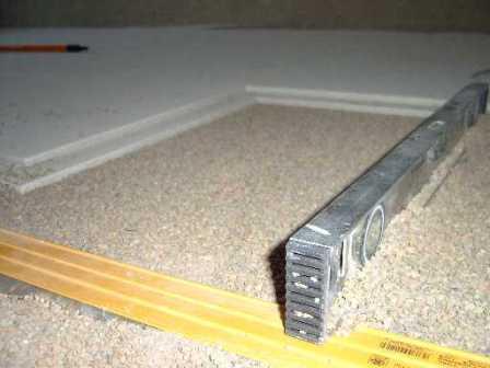 Насыпные полы, выполняемые методом «сухой» стяжки, являются современным аналогом применения цементно-песчаного раствора