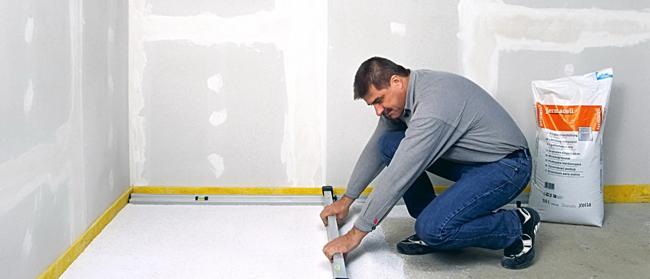 Не забывайте, что на протяжении всего процесса укладки, нужно регулярно проверять плоскость поверхности при помощи уровня