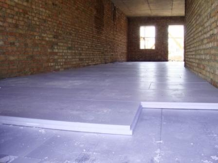 В жилых отапливаемых помещениях требуется укладка слоя теплоизоляции