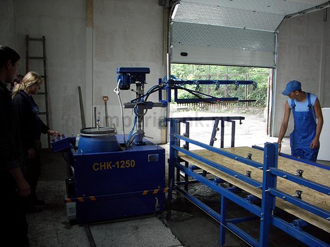 В производстве OSB-плит часто используются синтетические смолы, в которые входит формальдегид. Всем известно, что при нагревании эти вещества выделяют вредные для человека (канцерогенные) вещества