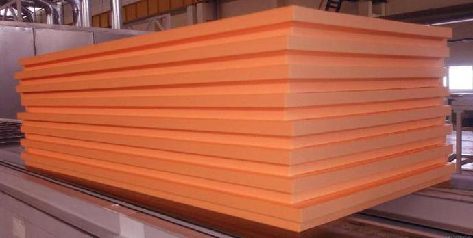 Плиты материала отличаются оранжевым цветом и обладают плотностью не более 30 кг. на кубометр