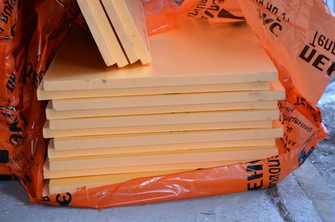 Плиты материала обладают оранжевым цветом и плотностью не более 37 кг на кубометр