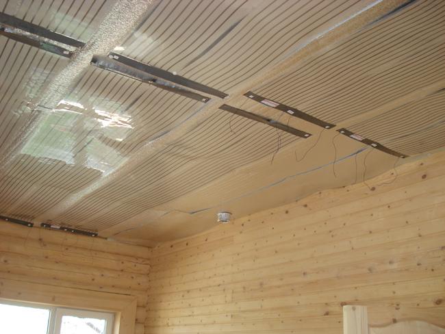 Инфракрасный тёплый пол можно использовать для монтажа потолочной системы обогрева