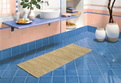Положить плитку ромбом на пол ванной комнаты самому не составит особого труда, если соблюдать четкий порядок действий и следовать инструкциям