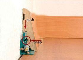 Укладка плинтуса на покрытие из ламината не является сложнейшей задачей и с ней вполне может справиться даже новичок
