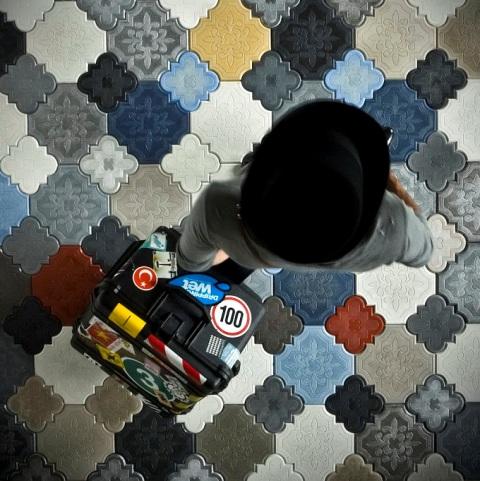 Суждение о том, что плитка сложной геометрии не так проста в укладке, как обычные квадраты является ошибочным
