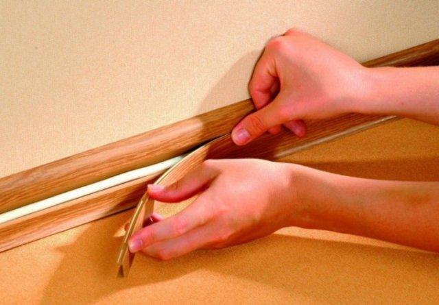 Плинтус с кабель каналом – отличная возможность убрать все провода с глаз долой