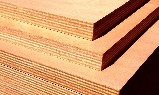Недостатком фанеры является то, что ее структура включает в себя множество слоев, склеенных между собой