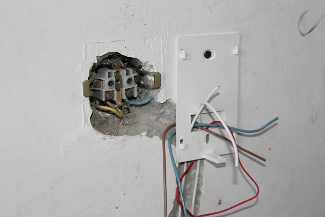 Тип установки термостата может быть разным – как на стене, так и в предварительно выдолбленном углублении
